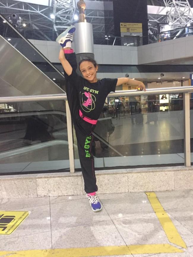 Campeã Camila Riff de Freitas embarcando para o Torneio Nacional de Ginástica