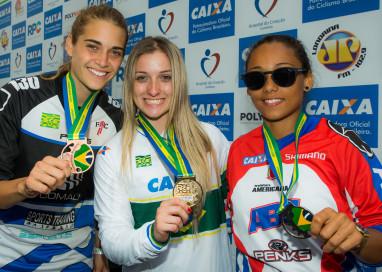 Priscilla Stevaux conquista o tricampeonato brasileiro de ciclismo BMX