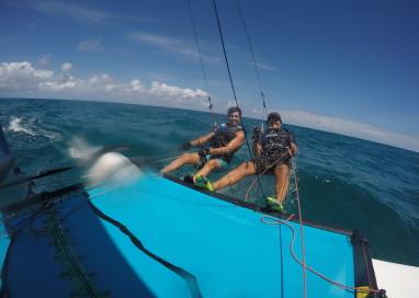 Turismo a vela: Curta o vídeo e veleje ida e volta de Candeias à Serrambi no litoral sul de Pernambuco.