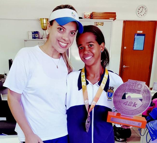 Educadora Física Claudia Figueiredo com a Vice-campeã da Maratona Internacional do Rio de Janeiro Mirela Saturnino