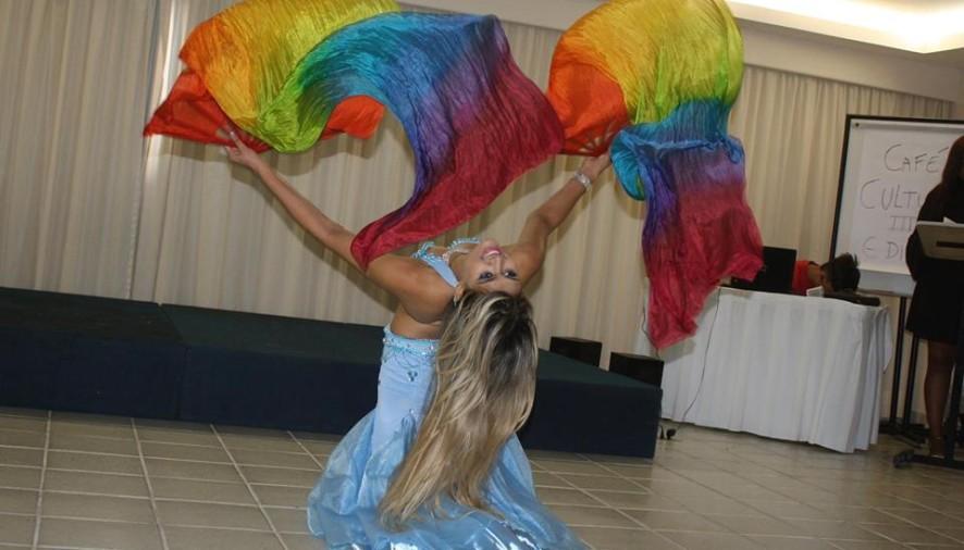 No dia da Dança Árabe conheça a arte de Halima Rayah:uma bailarina de Pernambuco para o mundo!