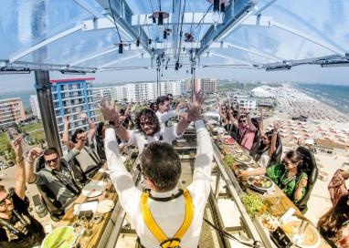 Imagine almoçar ou jantar içado no ar a 50m de altura do solo: na Romênia esse sonho é real!