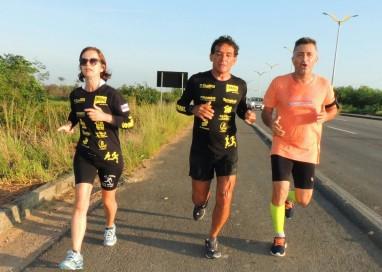 Ultramaratonista Paulo Galvão completa mais uma prova de longa distância nas águas e nas ruas da Amazonia.