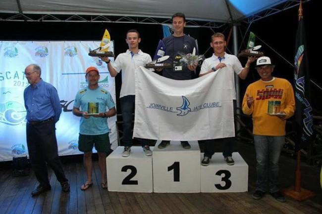 Eis o pódio do Campeonato Brasileiro da Classe Hobie cat 14 . Foto cedida pelo velejador Alderson Pacheco