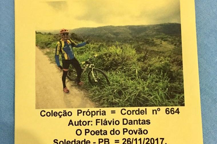 Flávio Dantas, o Poeta do Povão, presta homenagem a Equipe Só Descendo através da literatura do cordel.