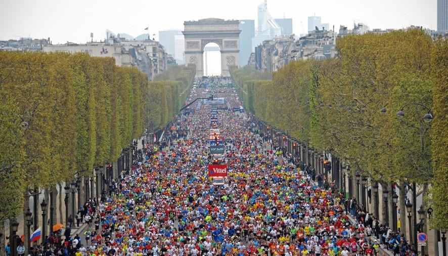 Enquanto muita gente sonha em caminhar pelas ruas do Quartier Latin, explorar o Trocadèro e a Champs Elysèes, tem gente que quer isso e ainda mais: correr
