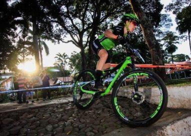 Viviane Favery é campeã de Maratona de mountain bike em Mariana (MG)