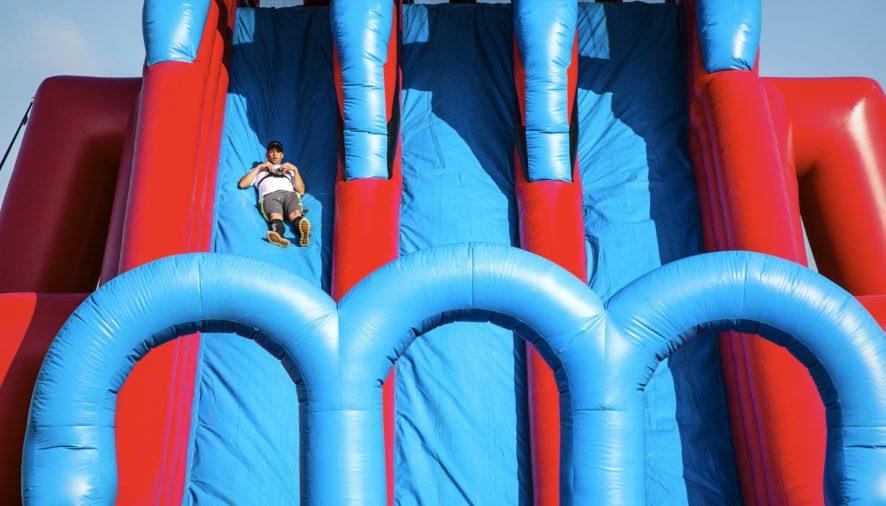 OMS aponta que crianças devem gastar mais tempo em atividade física que na frente de uma tela