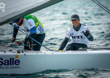 Bruno Prada e o polonês Kusznierewicz assumiram a liderança da fase de classificação após oito regatas em Nassau; Hoje, sexta (06) serão definidos os dez finalistas